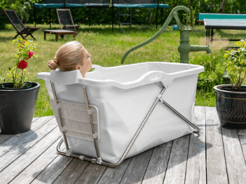 Oppustelig og sammenklappeligt badekar